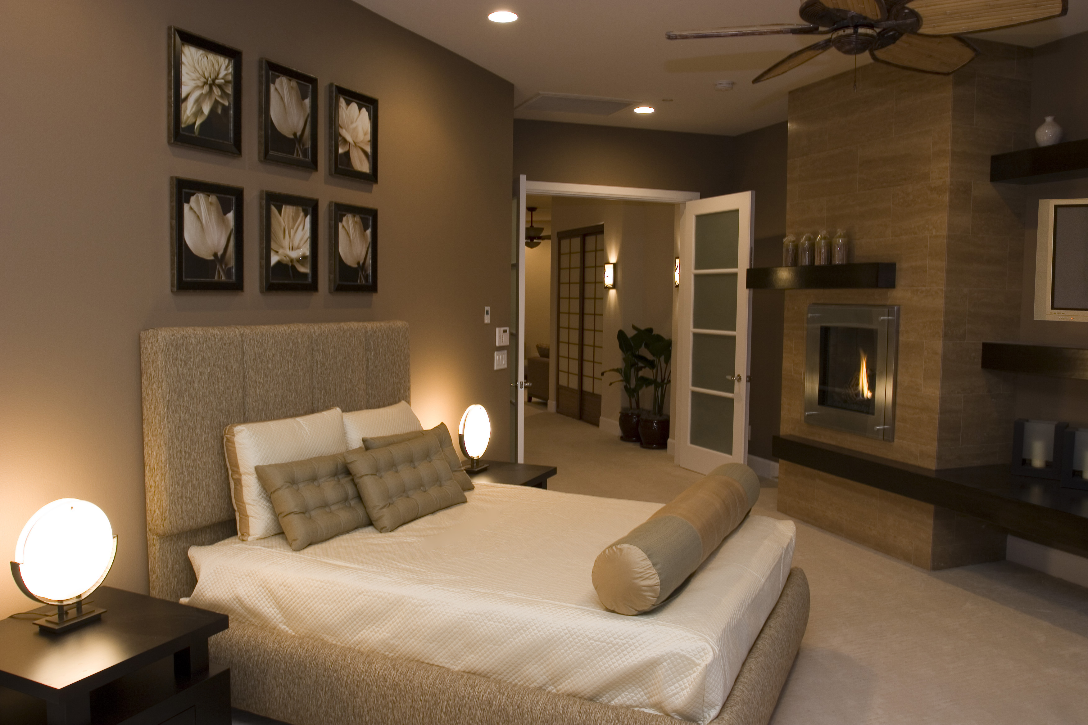 pictures above the bed and those lamps Zen bedroom, Home